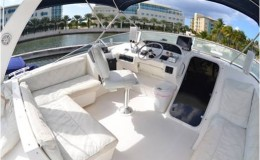 Bayliner Luxury Yacht Caymans